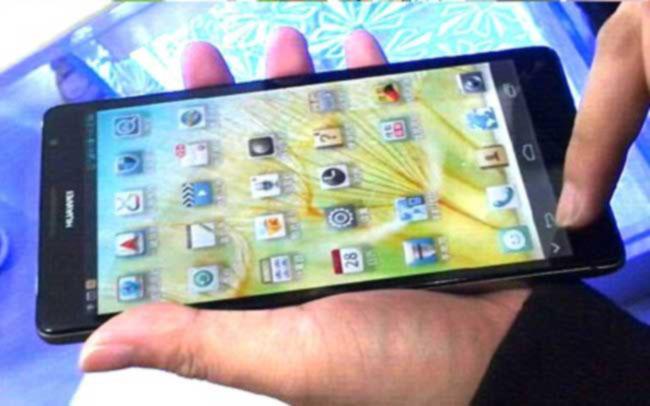 هاتف هواوي هو أكبر هاتف ذكي بشاشته ذات القياس 6.1 إنش ويعمل بنظام أندرويد