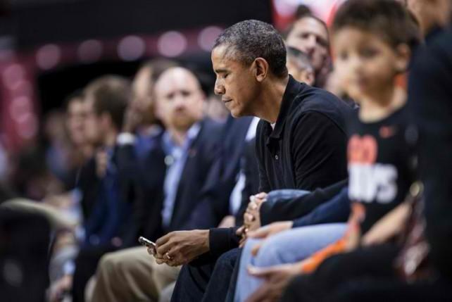 أوباما يرفض استخدام الآيفون