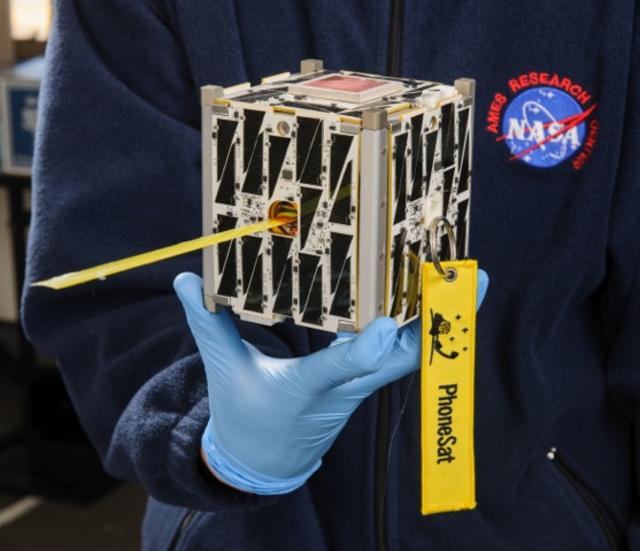 ناسا تتلقى أول مكالمة من هاتف في الفضاء
