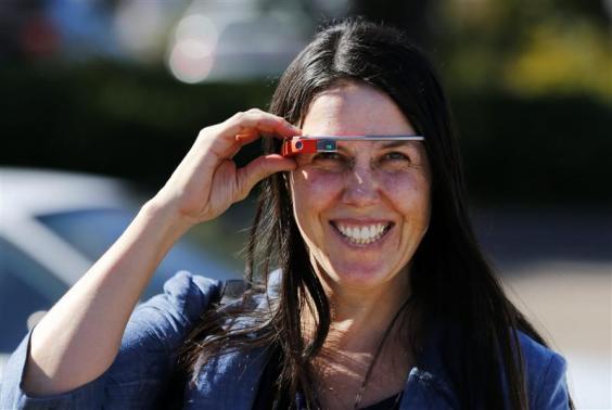أمريكية تمثل أمام القضاء بسبب نظارة غوغل الذكية