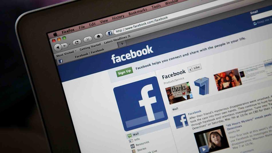 فيسبوك يرفض اتهامات بجمع معلومات المستخدمين