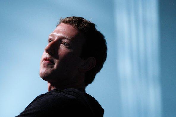 مؤسس فيسبوك يبلغ أوباما استيائه من التجسس على المستخدمين