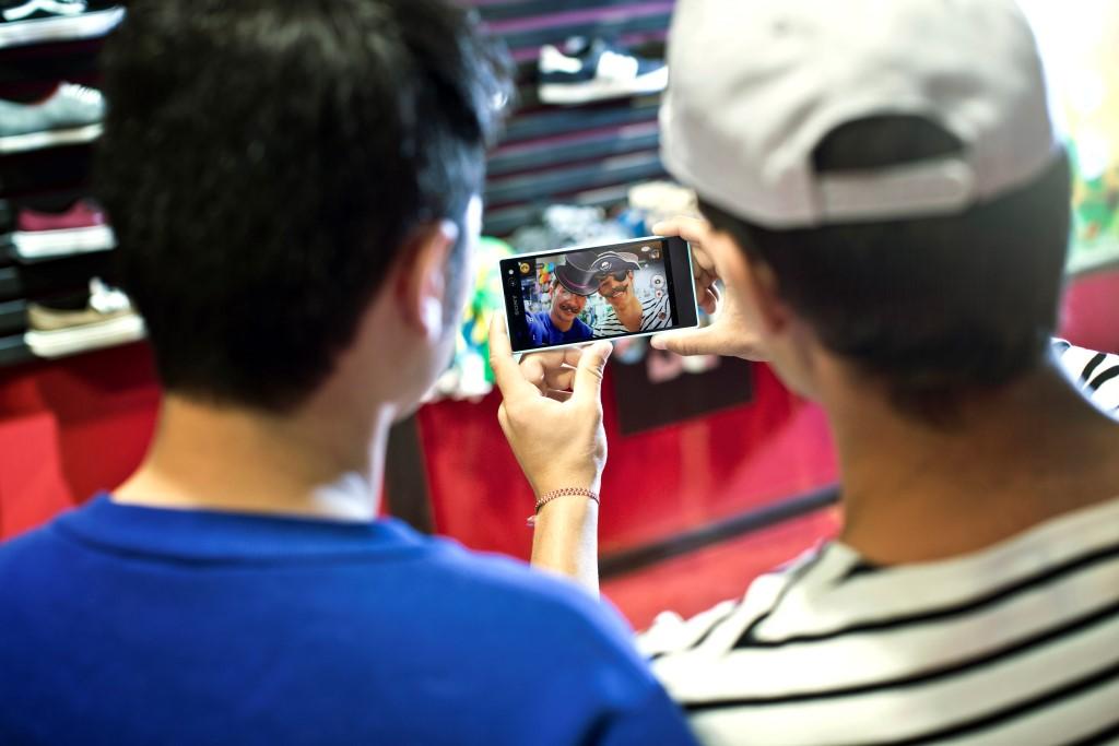 سوني تعزز صيحة سيلفي بإطلاق جهاز C3 Dual Xperia