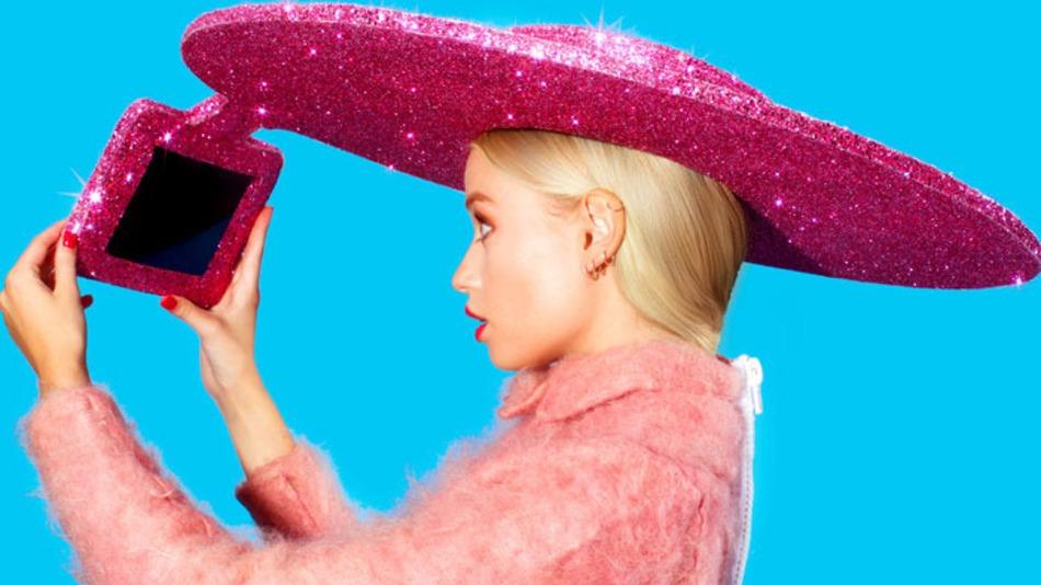 """إيسر تكشف عن قبعة تلتقط صور """"سيلفي"""""""