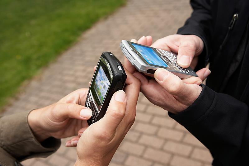 كم مرة تقوم بفتح قفل شاشة هاتفك الجوال يوميا ؟؟