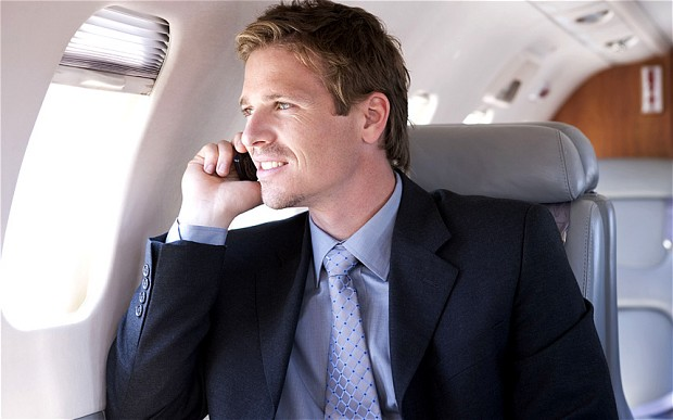اقتراح إجراء المكالمات الهاتفية خلال الرحلات الجوية يلقى اعتراضات