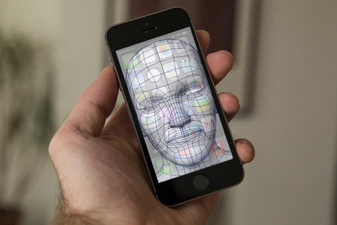 أبل تطور تقنية للتعرف على الوجوه لآيفون