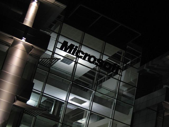 مايكروسوفت تعترف بتعرض بعض حساباتها لهجمات إلكترونية
