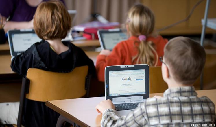 """غوغل تطرح """"كلاس روم"""" لمساعدة الطلاب في أداء واجباتهم"""