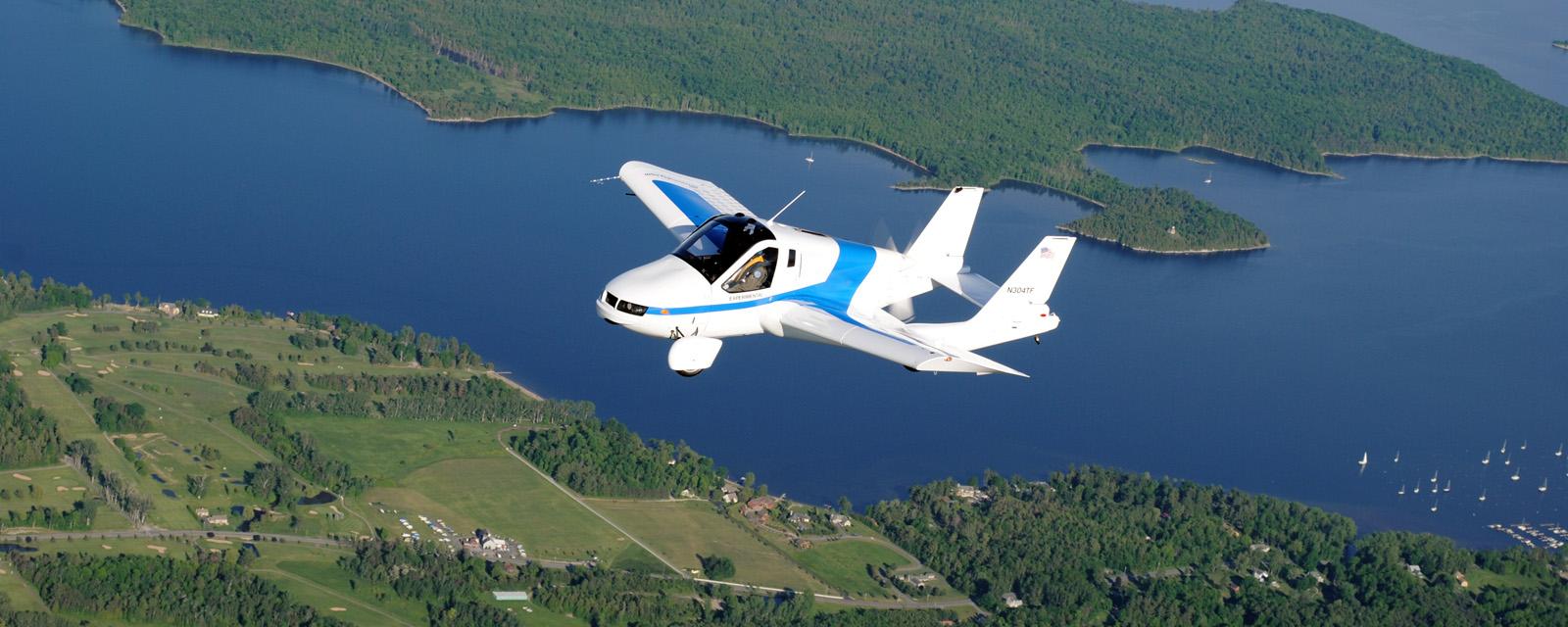 سيارة جديدة تحلق في السماء بسرعة 100 ميل في الساعة