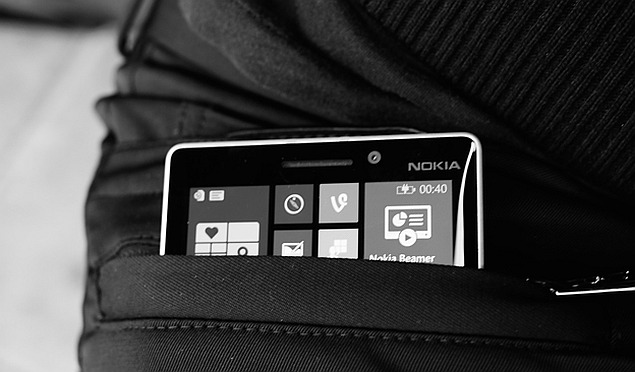 مايكروسوفت تعتزم إطلاق بنطلون يشحن الهواتف الذكية