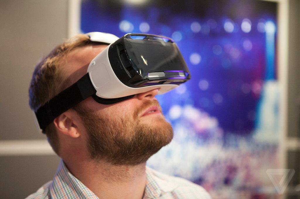 سامسونج تعلن رسميا عن خوذة الواقع الافتراضي Gear VR