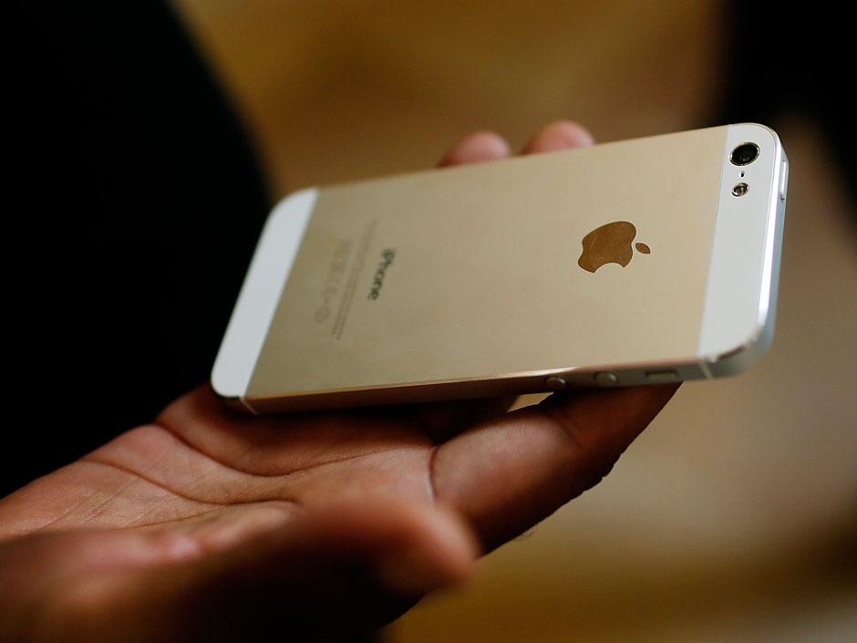 أبل ستزود هاتفها القادم بذاكرة وصول عشوائية سعة 2 جيجا بايت