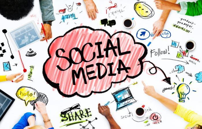 كيف تستخدم الشركات مواقع التواصل الاجتماعي للتواصل عالميا؟