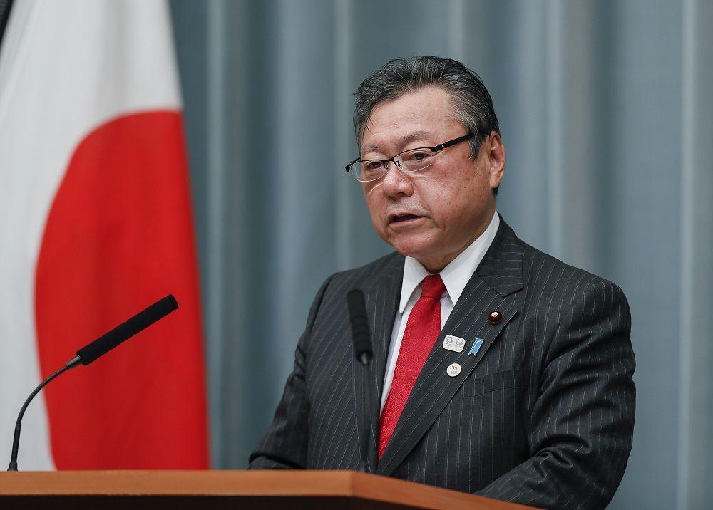 """وزير الأمن السيبراني الياباني يعترف بعدم استخدام كمبيوتر """"طيلة حياته"""""""