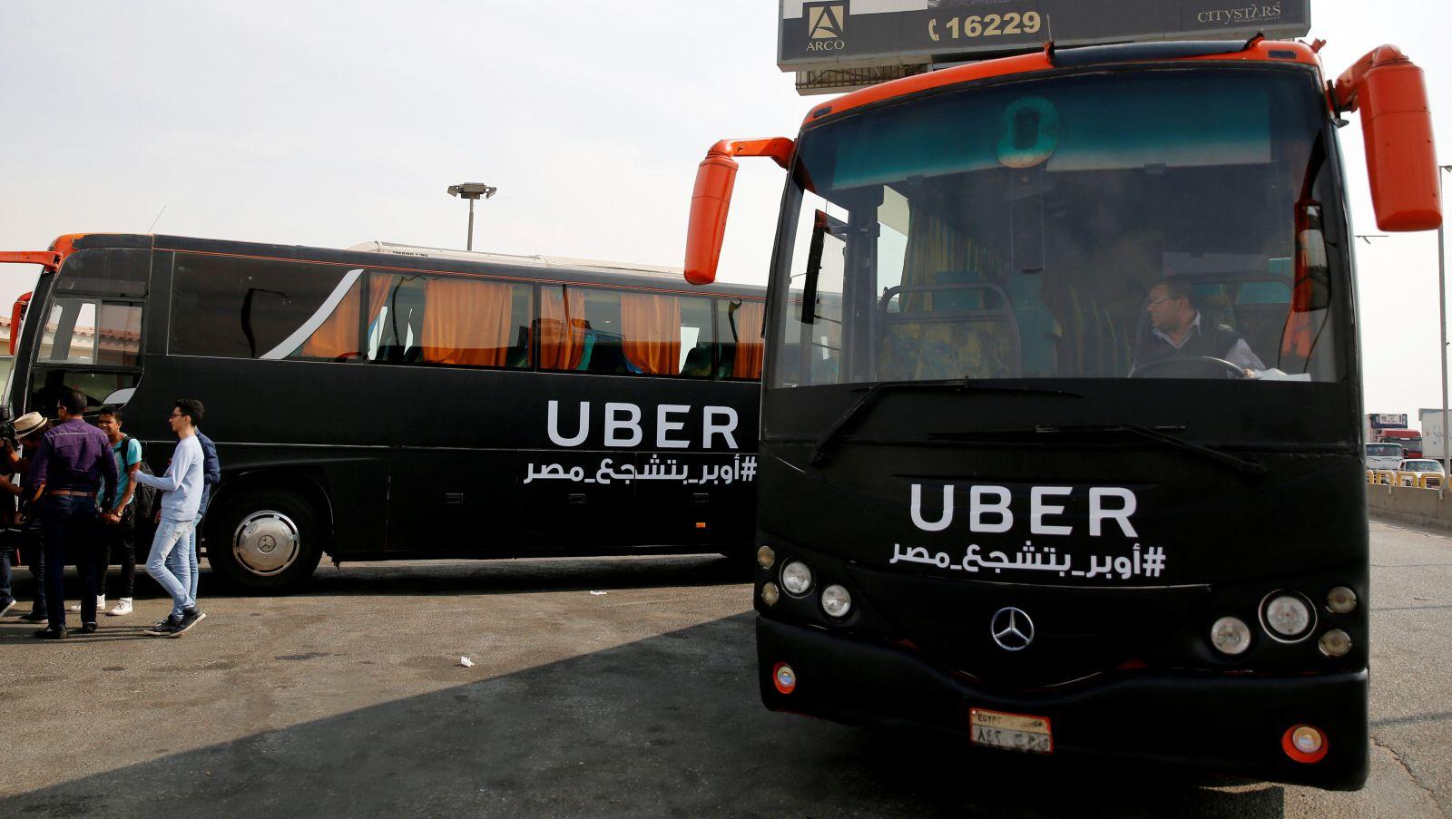 حافلة أوبر تبدأ توصيل المواطنين في القاهرة