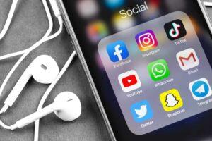 تطبيقات وسائل التواصل الاجتماعي