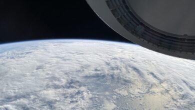 بالصور: فريق من رواد الفضاء يلتقط صور للأرض باستخدام هاتف آيفون