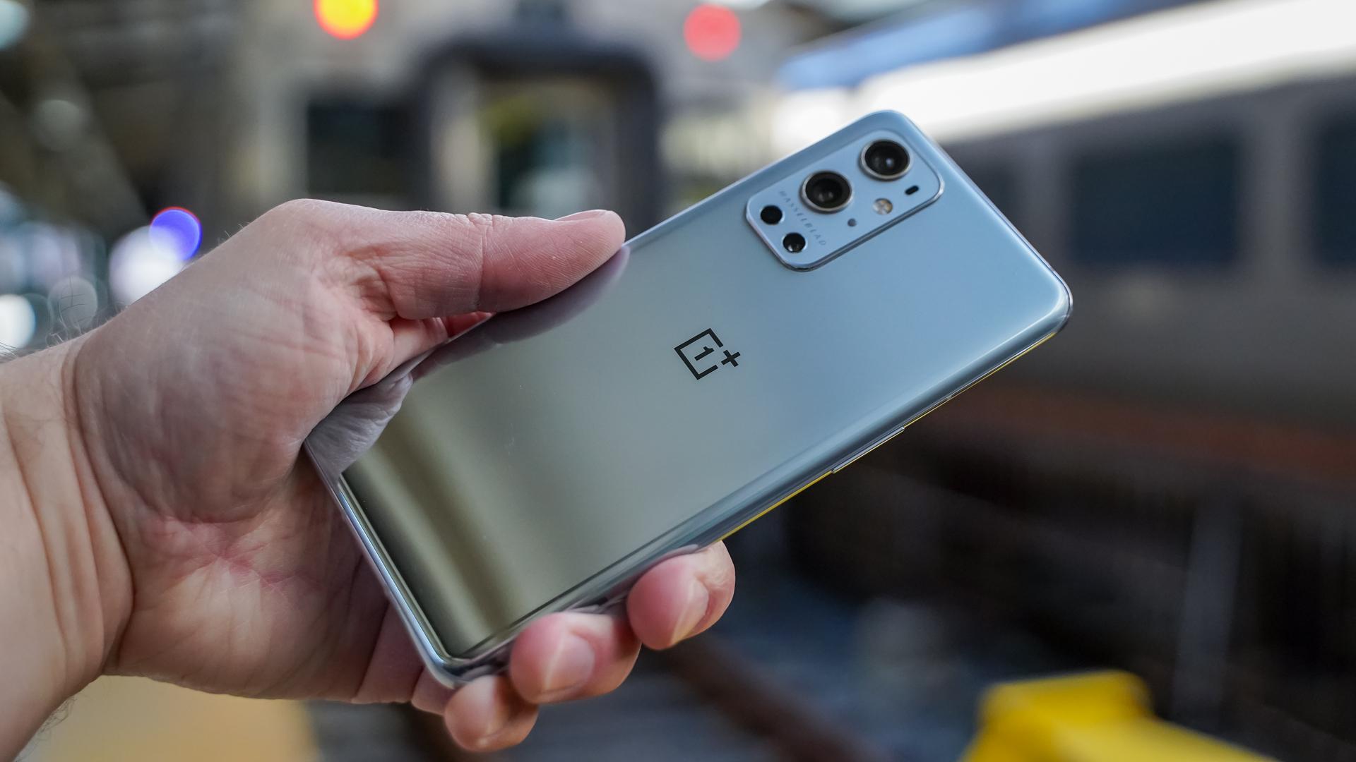 هواتف OnePlus 9 و9 Pro تحصل على البيتا الأولى من أندرويد 12